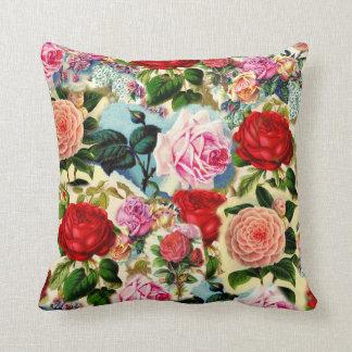 Collage floral elegante bonito de la rosaleda del cojín decorativo