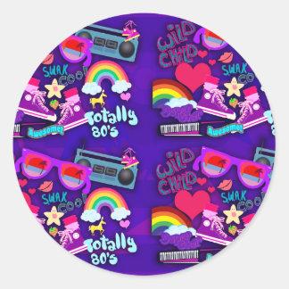 Collage impresionante de la púrpura de los años 80 etiquetas redondas