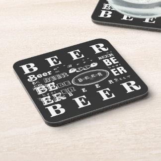 Collage negro y blanco de la cerveza posavaso