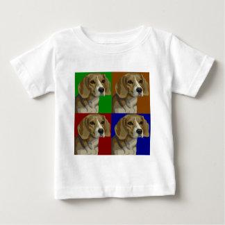 Collage oscuro del color primario del beagle remeras