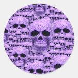 Collage púrpura céltico del cráneo pegatinas redondas