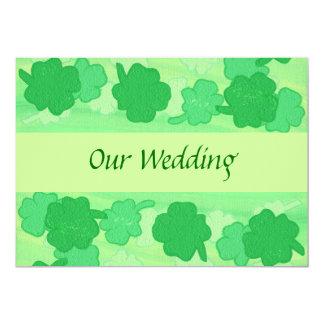 """Collage verde de los tréboles, casando invitación 5"""" x 7"""""""