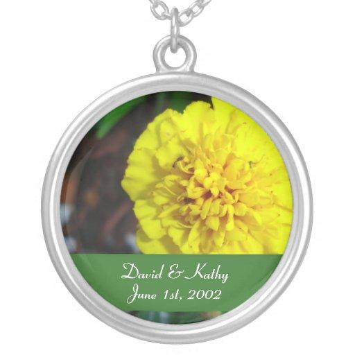 Collar amarillo de la flor de la maravilla