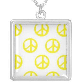Collar amarillo de la paz