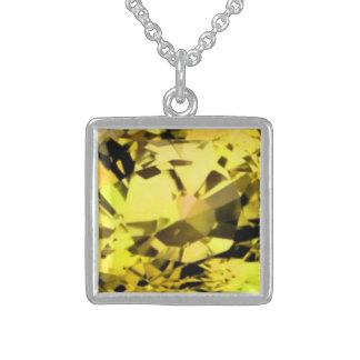 Collar amarillo del zafiro