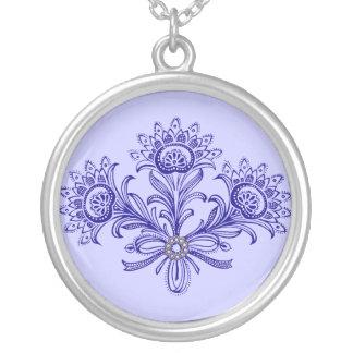 Collar artístico del diseño floral