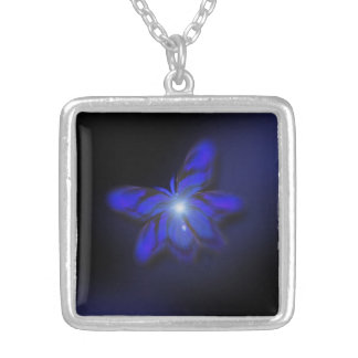 Collar azul del colgante de la mariposa del