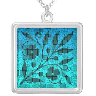 Collar azul del vidrio de mosaico de la hoja