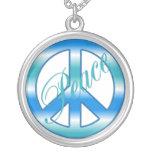 Collar azul fresco de la paz