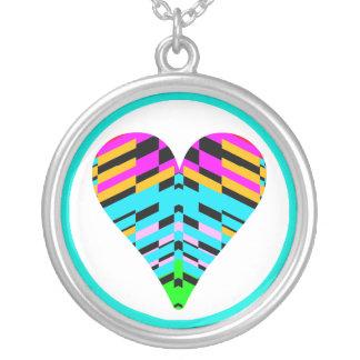 Collar azul multicolor del fragmento del corazón