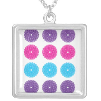 Collar azul rosado púrpura del espiral de la flor