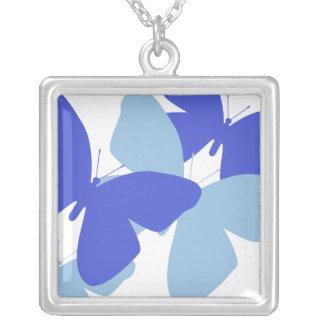 Collar azul y blanco de las mariposas
