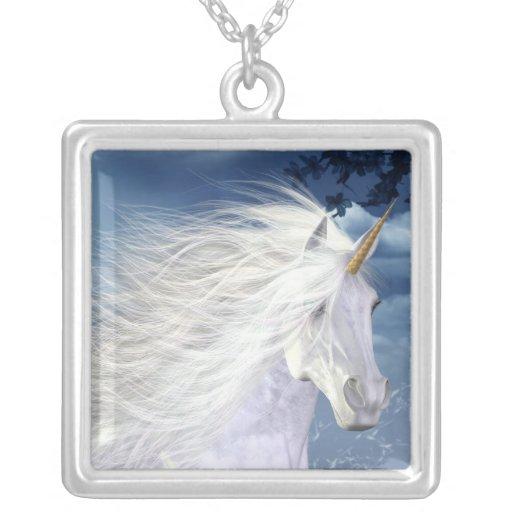 Collar blanco de la belleza del unicornio
