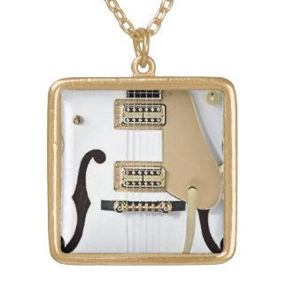 collar blanco de la guitarra