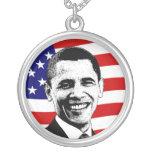 Collar blanco de Obama y azul rojo de la bandera a