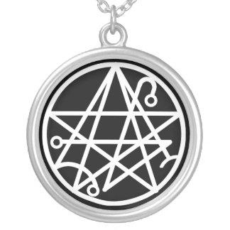 Collar blanco del sello de Necronomicon