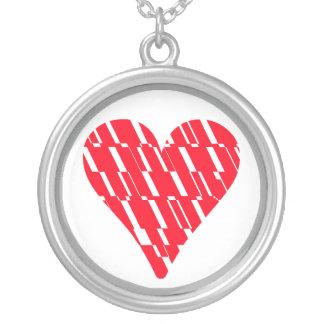 Collar blanco rojo del fragmento del corazón