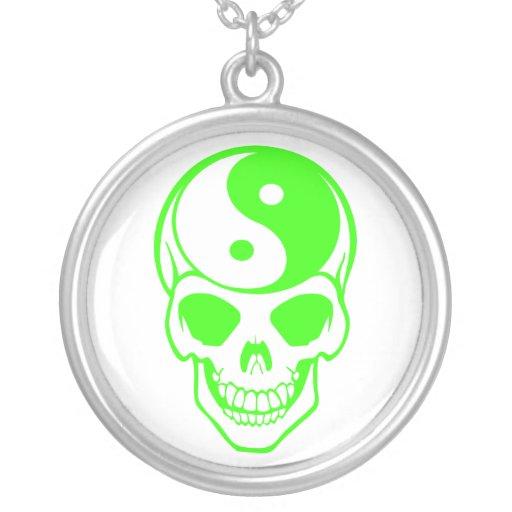 Collar blanco/verde del cráneo de Yin Yang