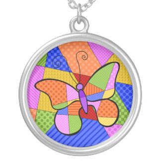 Collar caprichoso de la mariposa del cubismo con B