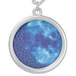 Collar céltico del colgante de la luna azul