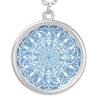 Collar circular azul y blanco