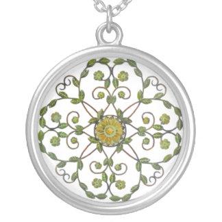Collar circular verde y blanco