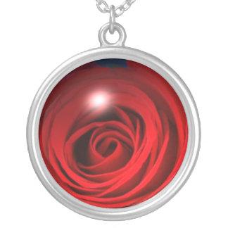 Collar color de rosa de cristal