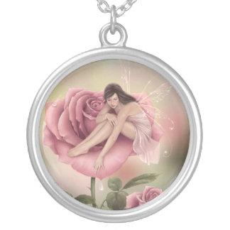 Collar color de rosa de la hada de la flor