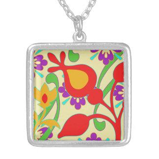 Collar colorido brillante de las flores retras
