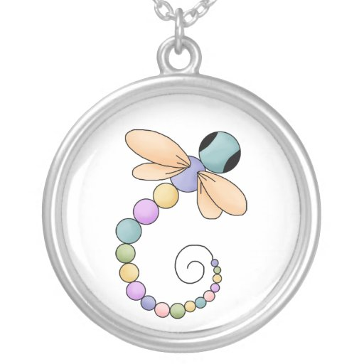Collar colorido de la libélula