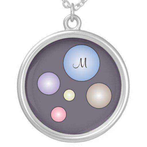 Collar colorido de las burbujas del monograma
