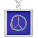 Collar colorido del símbolo de paz