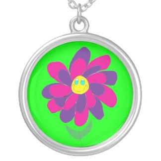 Collar colorido lindo de la flor
