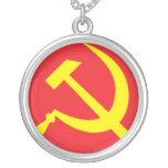Collar comunista del martillo y de la hoz (rojo)