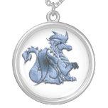 Collar con alas azul del dragón