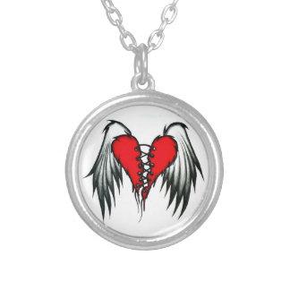 Collar con alas del corazón