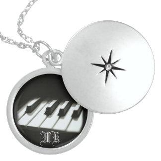 Collar con monograma del Locket de la plata esterl