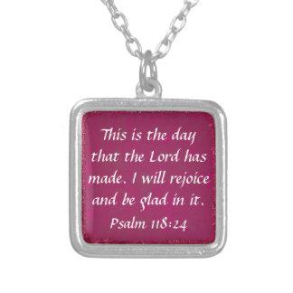 Collar cristiano del salmo del verso de la biblia