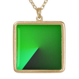 Collar cuadrado verde del metal
