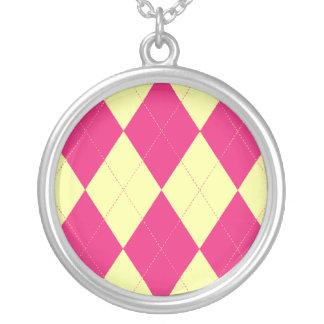 Collar de color rosa oscuro y amarillo de Argyle