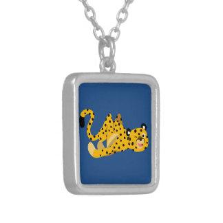 Collar de estrellazo lindo del guepardo del dibujo