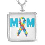 Collar de la conciencia del autismo de la mamá