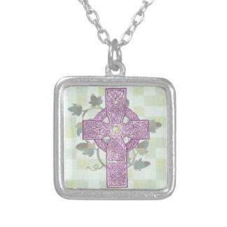 Collar de la cruz céltica