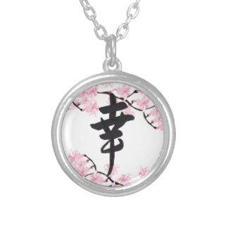 Collar de la felicidad del kanji de la flor de