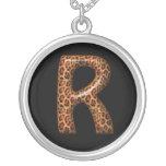 Collar de la letra R del guepardo