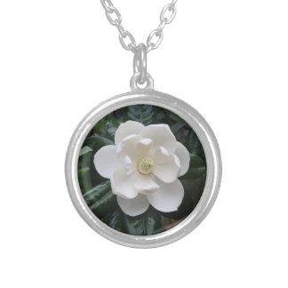 Collar de la magnolia por Cafe 320
