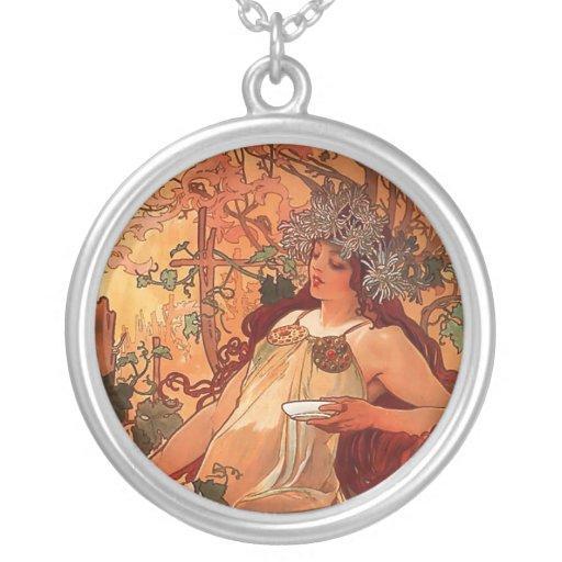 """Collar de la mujer del """"otoño"""" de Alfons Mucha"""