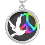 Collar de la paloma de la paz del arco iris