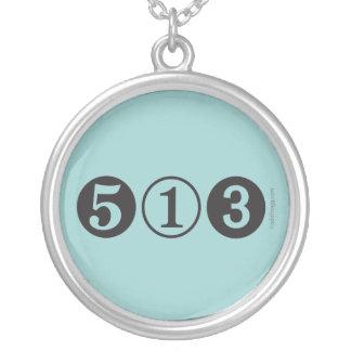 Collar de la plata del código de área 513