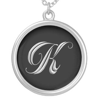 Collar de la plata del monograma de la letra K